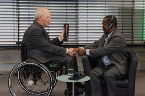 Preisübergabe an Clovis Razafimalala © Sylvie Weisshäupl/Deutsche Afrika Stiftung