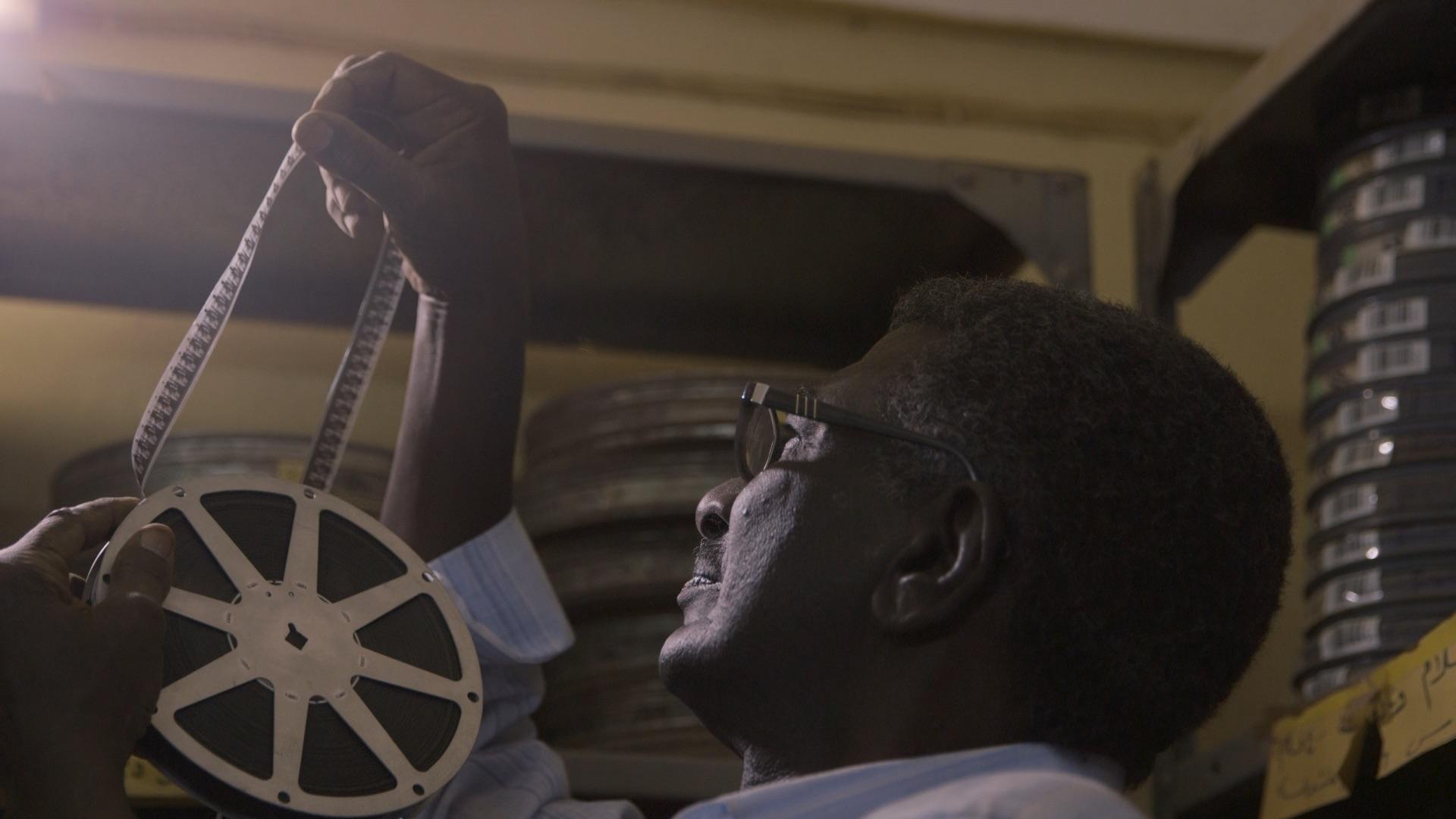 Dem Zauber des Kinos machen beim diesjährigen ALFILM nicht nur die Protagonisten in Talking About Trees alle Ehre. ©ALFILM