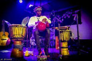 Beim ersten Konzert des diesjährigen Kenako erlebt ihr die Djembe-Kunst von Venant Ntiomo